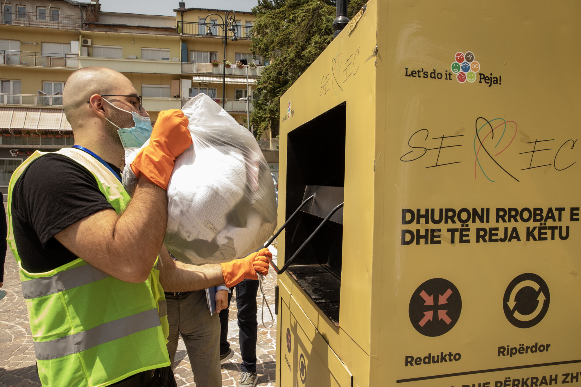 Making recycling fashionable in Kosovo